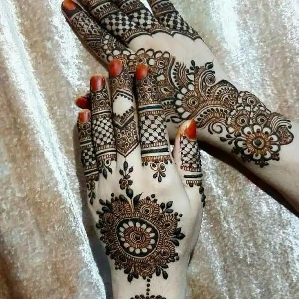 Beautifull_Back_hand_flowers_mehndi_design