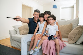 tips memilih layanan tv berlangganan untuk keluarga