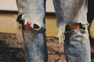 Tips Memilih Celana Jeans Pria Berkualitas dan Modis