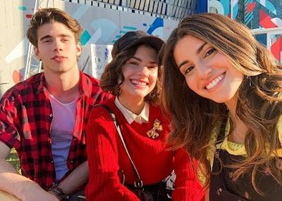 Foto: Bia, Manuel e Celeste (sorrindo)- pré-estreia da 2 temporada de Bia