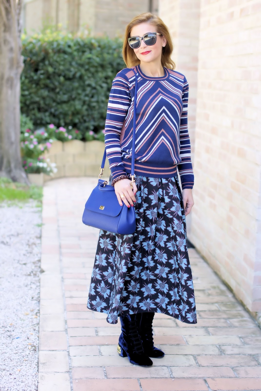 Stripes and flowers: mix of prints outfit with 1.2.3 Paris Pyramide sweater on Fashion and Cookies fashion blog