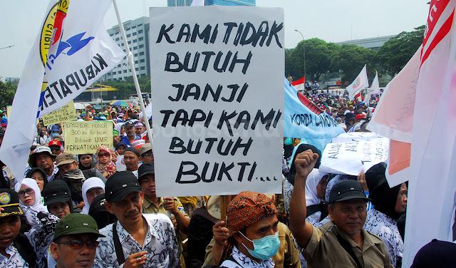 Honorer: Dari 2015 Demo, Tak Sekalipun Dihiraukan Presiden Jokowi