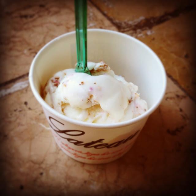 παγωτό κόλλυβα, παράξενο πιρούνι, paraxeno pirouni