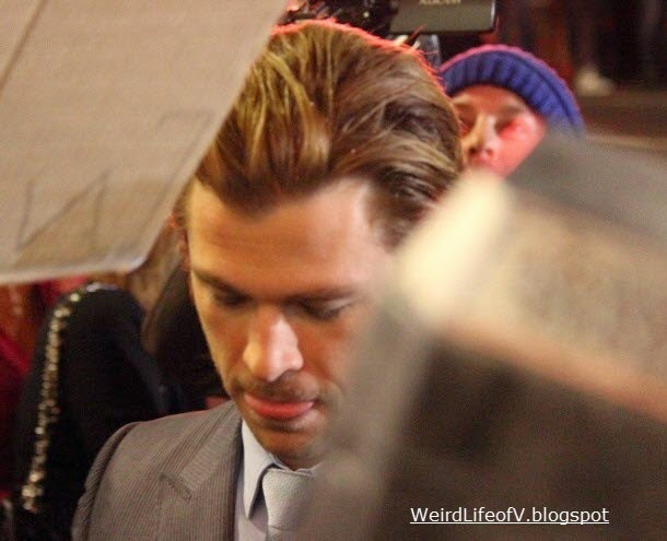 Chris Hemsworth signing autographs