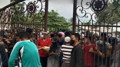 Pembagian Daging Kurban di Masjid Agung Kalianda, Punya Kupon Tapi Tak Dapat Daging