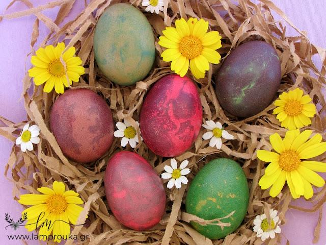 Εφέ μαρμάρου σε αυγά με χρώματα ζαχαροπλαστικής.