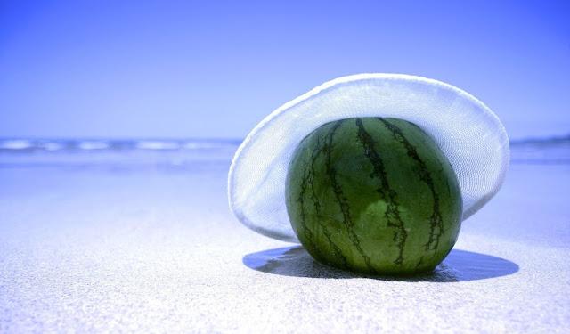 Lubenica more šešir ljeto plaža download besplatne pozadine za desktop 1024x600