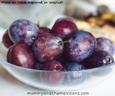 11 Mexican New Year Traditions And Superstitions - Image Shows Grapes In A Bowl