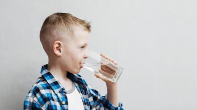 Pentingnya Air Mineral Untuk Anak Kecil