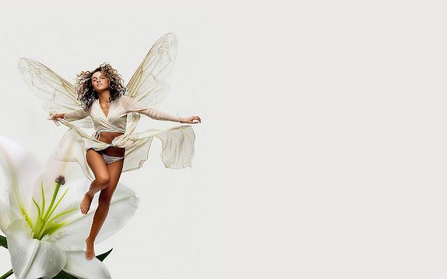 foto fantasie vrouw met vleugels