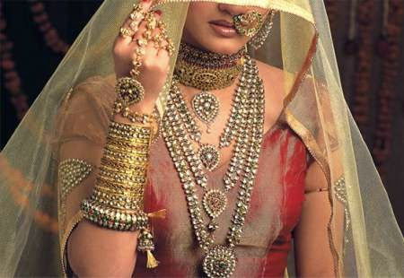 Indian Bride Marries Wedding Guest After Groom Suffers Epileptic Attack During Ceremony