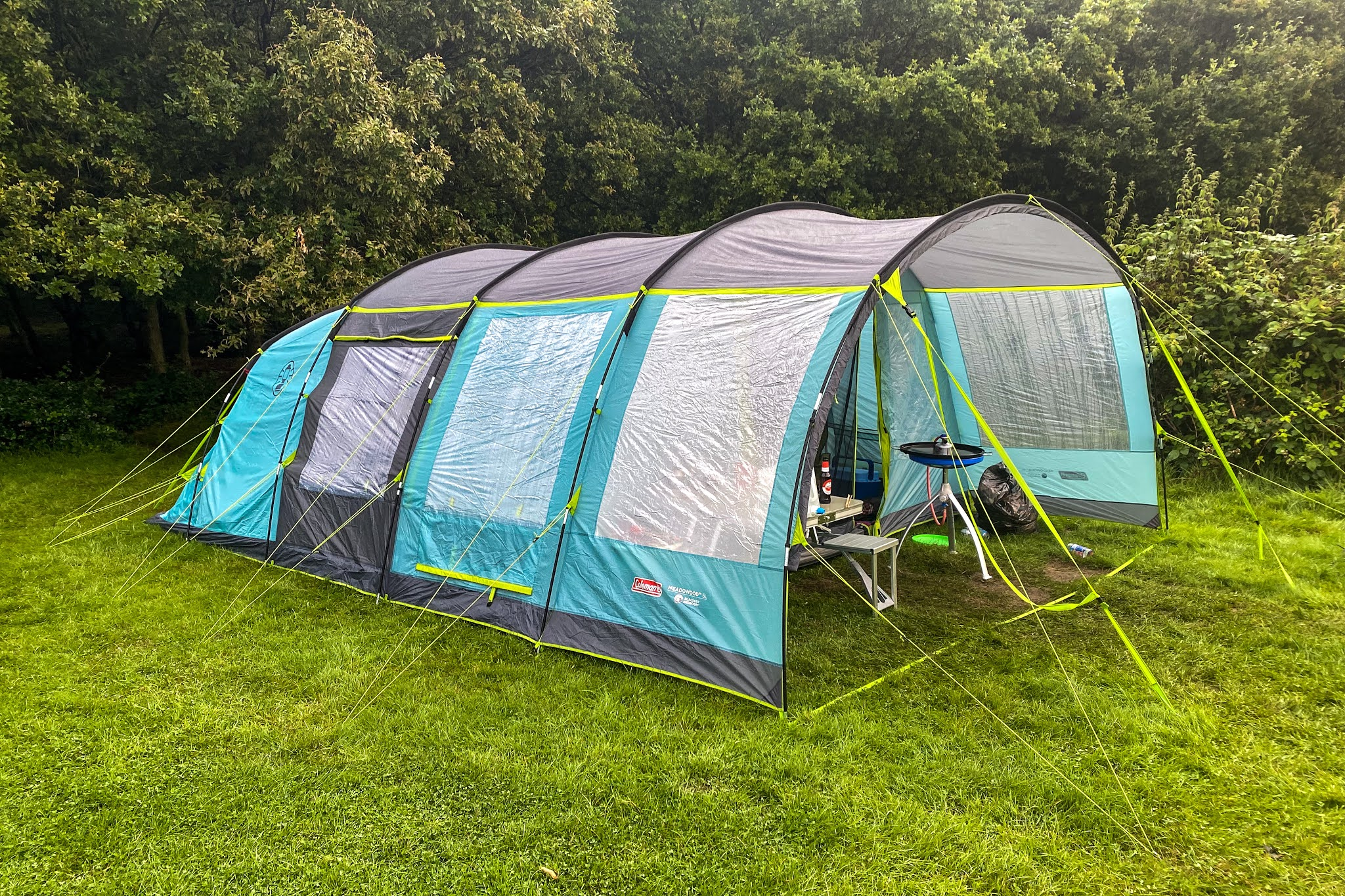 A side and front view of the coleman meadowood 6L tent