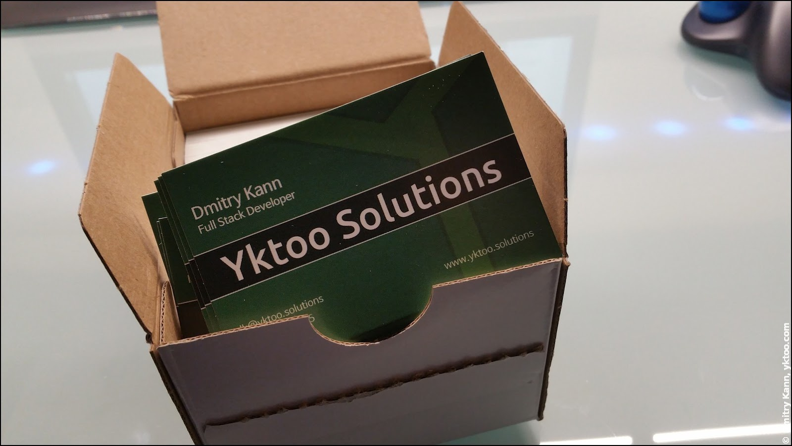 Yktoo Solutions business cards.