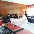 Bawa Keranda Mayat Ke DPRD, AMPETA Sampaikan Mosi Tidak Percaya