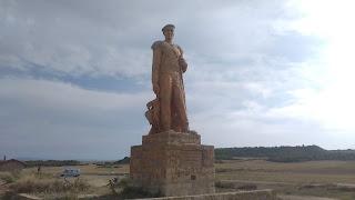 Recordando la trashumancia    Roncal - Salazar  La ribera os saluda  1992      Realizó este monumento:    Antonio Loperena Eseberri    1922-2010    Amante de La Bardena  Pastor, escultor y pintor.
