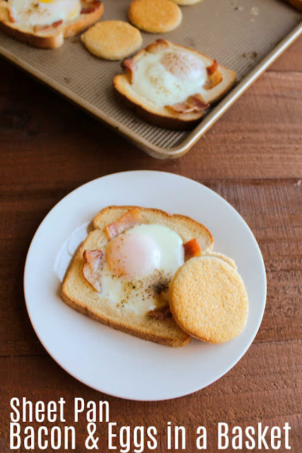 Make eggs in a hole for the whole family at once with the help of a sheet pan. This recipe adds bacon as well, so it's sure to make you the hero of your breakfast table!