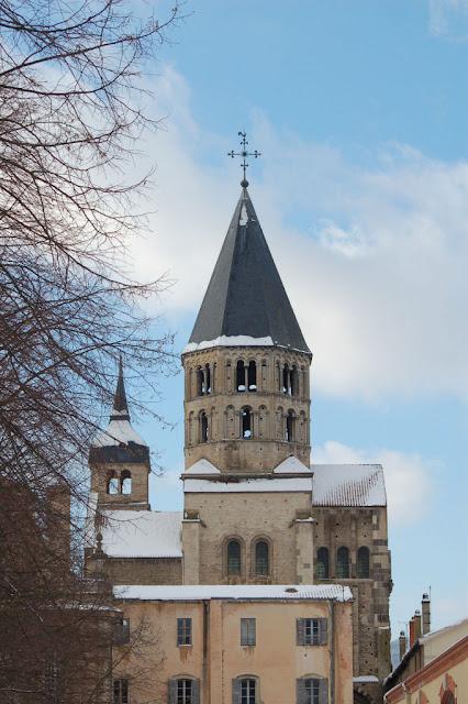 Torre de Cluny, a única remanescente da depredação revolucionária.