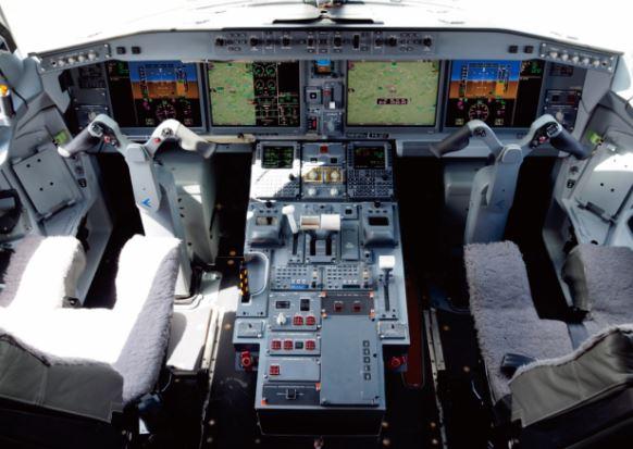 Embraer E175-E2 cockpit