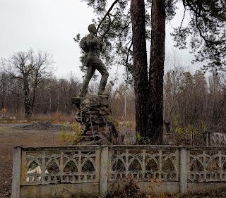 Святогорск. Памятник геологу
