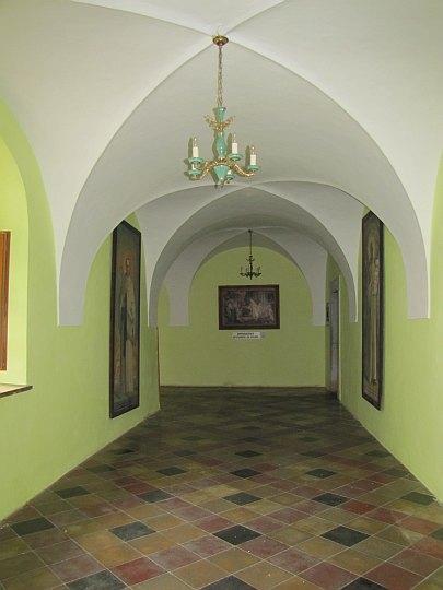 Klasztorny krużganek.