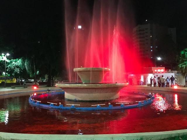 Água da fonte do Calçadão de Pres. Prudente fica vermelha em alusão à campanha