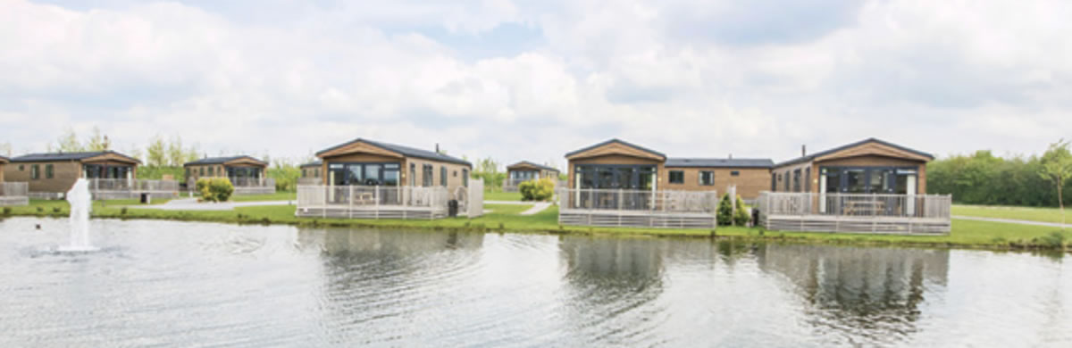 20 lodges with hot tubs within a 2 hour drive of Newcastle Upon Tyne - Woodland Lakes Thirsk