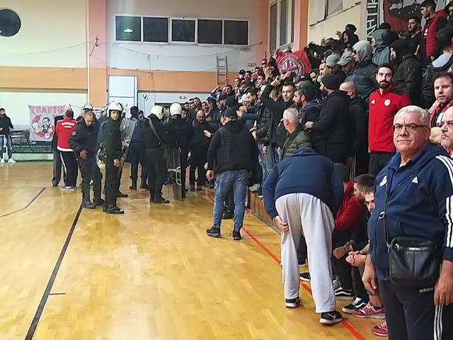 Η εισβολή φιλάθλων του Ολυμπιακού - Εκκένωσαν από μικρά παιδιά το γήπεδο στη Ν. Κίο - Το συγνώμη του Διομήδη