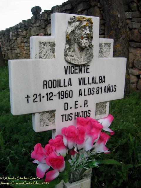 arroyo-cerezo-cementerio-tumba-cruz