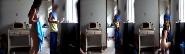 Coroa tarada arma para entregador de gás colocando uma câmera escondida