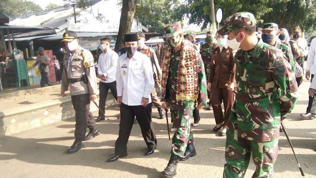 PLT. Bupati Lampung Utara Sambut Danrem 043/Gatam Di Posko Penegakan Disiplin Antisipasi Covid-19