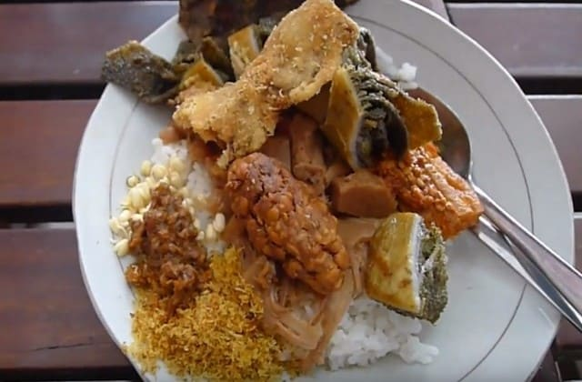 Bagi kamu yang suka makanan olahan daging sapi maka Depot Bug Matira adalah salah satu tempat yang wajib kamu kunjungi