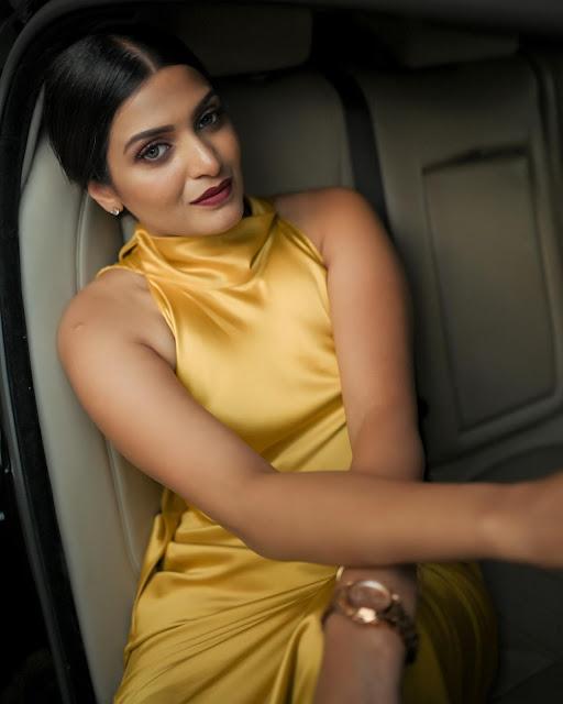Actress Divya Pillai Latest Photos - Hot Actress Gallery