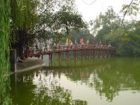 Ponte di Hoan Kiem, Hanoi, Vietnam