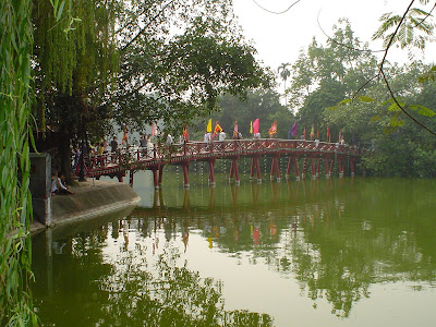 Bridge Hoan Kiem Lake, Hanoi, Vietnam