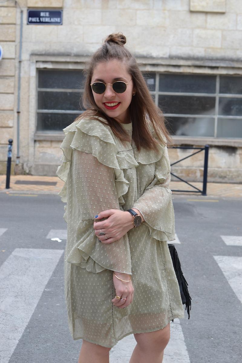 robe à froufrou vert d'eau Missguided, sac M de Maje, ray ban