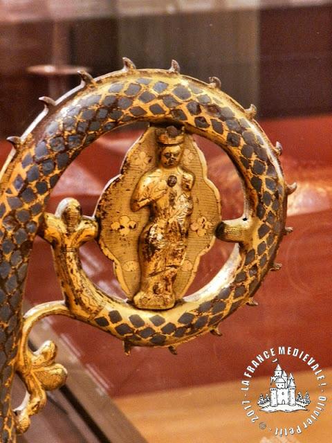 DIJON (21) - Musée des Beaux Arts : Crosse épiscopale en émail champlevé (XIIIe siècle)