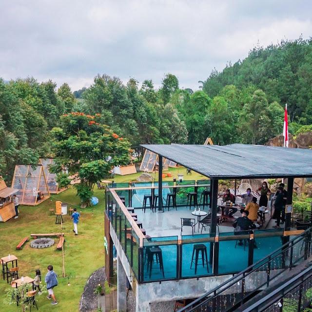 Ruang Lapang Cafe Green Forest Resort Bandung