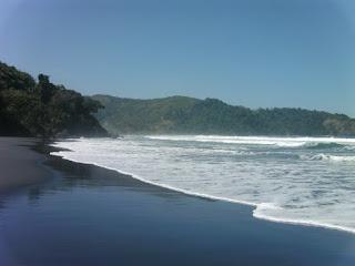 Pemandangan Alam Tempat Wisata Pantai Jolosutro