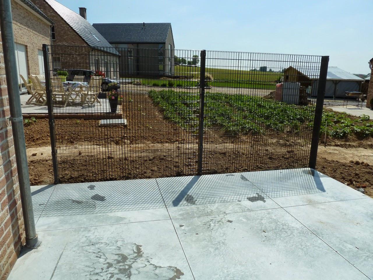 la construction de notre maison am nagement du jardin les bordures et le mur de la terrasse. Black Bedroom Furniture Sets. Home Design Ideas