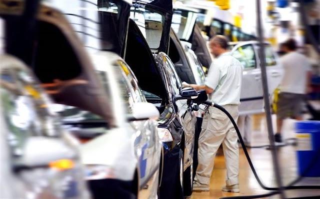 Το νέο έτος θα είναι ιδιαίτερα δύσκολο για τους εργαζόμενους στις αυτοκινητοβιομηχανίες