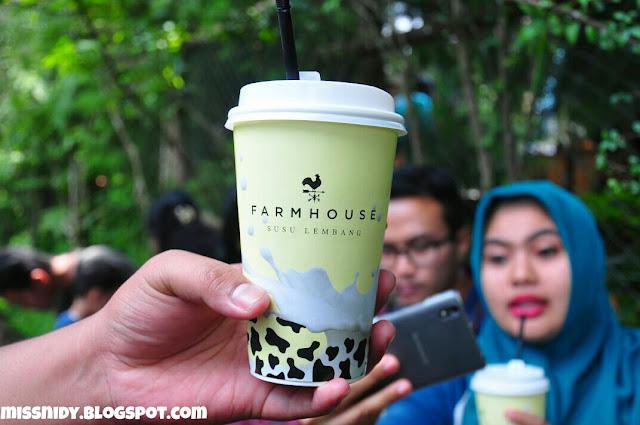 dapat susu gratis di farmhouse lembang