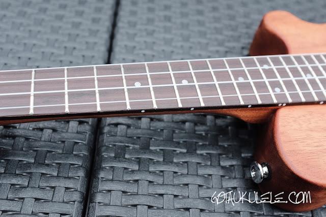 Pignose PGU-200MH Ukulele fingerboard