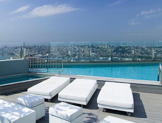 تراس ومسبح فندق ذا مرمرة بيرا اسطنبول
