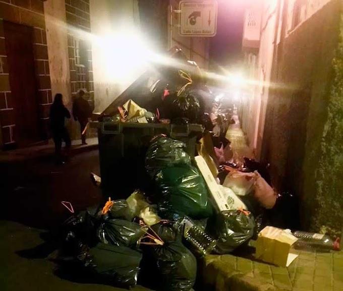 Malos olores en Vegueta, contenedores basura saturados