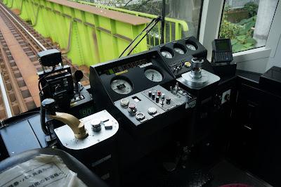 都電8800形の運転台