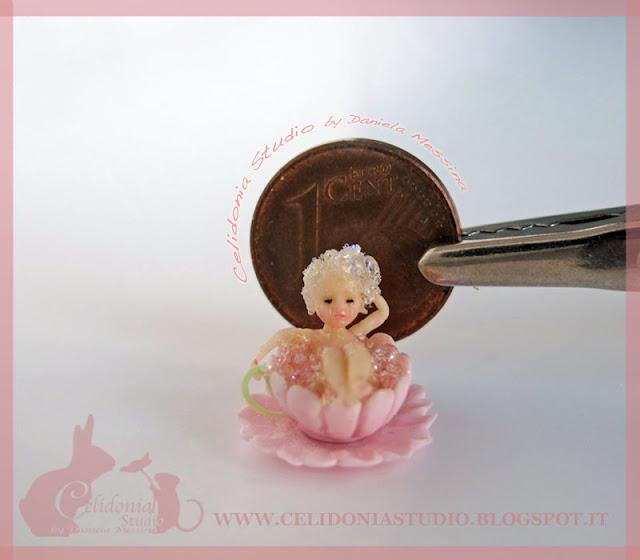 Micro Fatina che fa il Bagno - Mini Scultura by Daniela Messina - Celidonia
