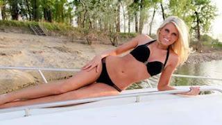 Tj Oshies Wife Lauren Cosgrove Oshie Maintains Bikini Body While Having Junk Food