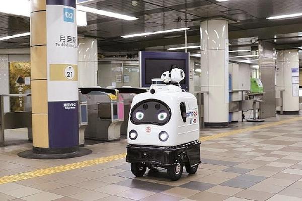 بالفيديو: اليابان تكشف عن روبوتات لتعقيم محطات القطار