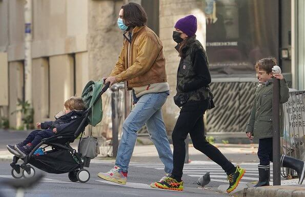 Charlotte Casiraghi wore a prentis vest from Carhartt WIP, and Gel FujiTrabuco neon shoe from Asics