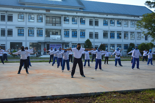 Komandan Lanal Ajak Anggotanya Bersama Jalasenastri Senam SKJ